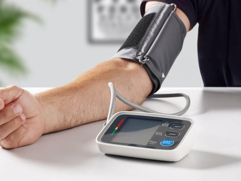 Använder Digital blodtrycksmätare